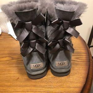 Ugg Bailey bow grey size 9
